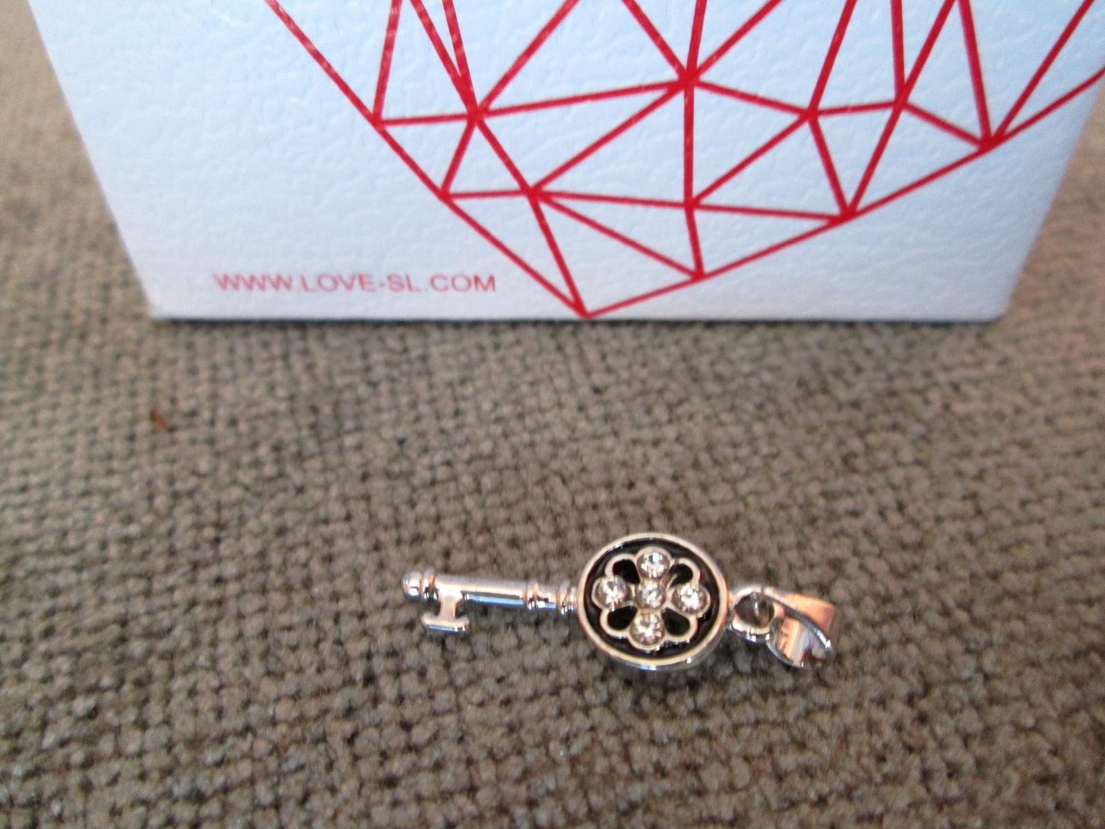 Подвеска санлайт в подарок от теле2 фото