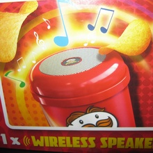 Акция Pringles: «Купи и получи колонку» Купи 3 банки и получи беспроводной динамик.
